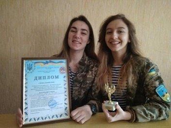 """Дві школярки з Канева перемогли на всеукраїнському конкурсі військово-патріотичної пісні """"Пам'ять серця"""""""